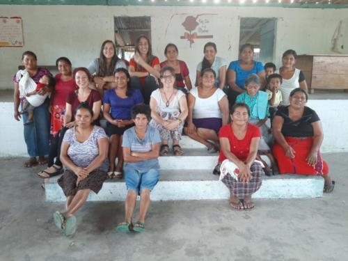 Dones de l'organització Mamá Maquín