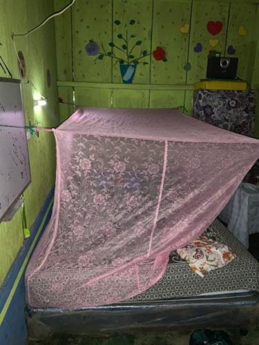Habitació amb mosquitera